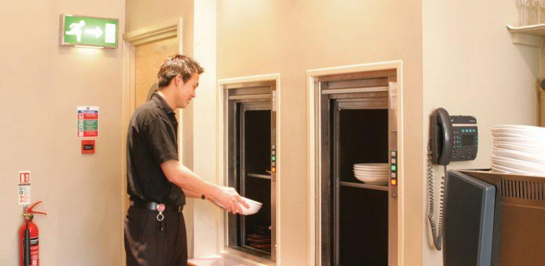 (العربية) ثلاثة أسباب لتركيب مصعد دامبوايتر في مبناك التجاري أو مطعمك