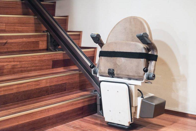 """كيف تحافظ على كرسي الدرج المتحرك """"ستيرليفت"""" في منزلك"""